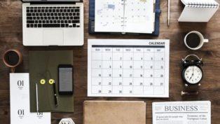 PC、カレンダー、新聞などタスクを意味する画像